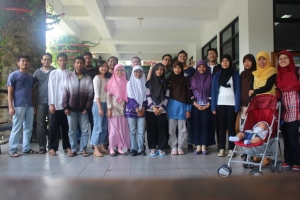 Berfoto bersama setelah gathering di Labtek VIII ITB